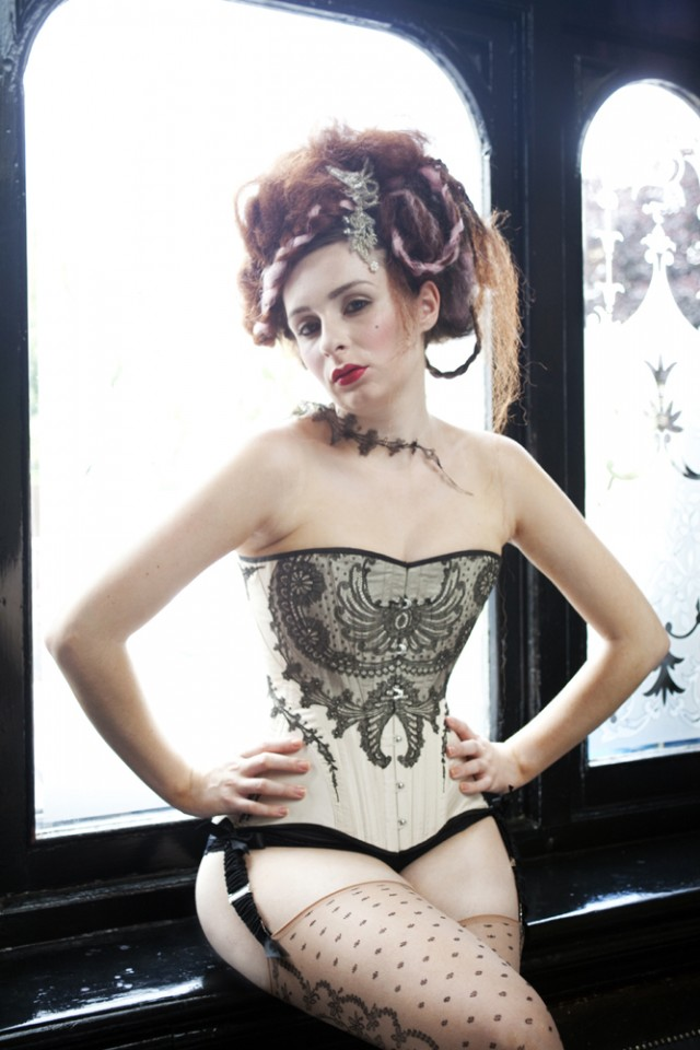 Edwardian era inspired straight-fronted corset by Morúa
